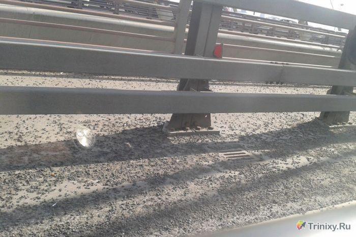 Странный асфальт на вантовом мосту в Питере (6 фото)