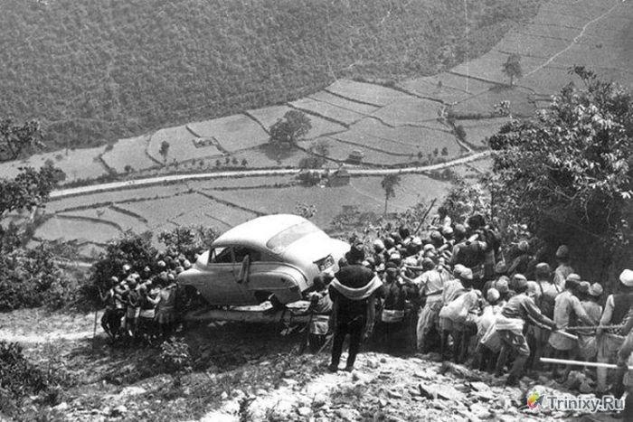 Первый автомобиль в Непале (2 фото)