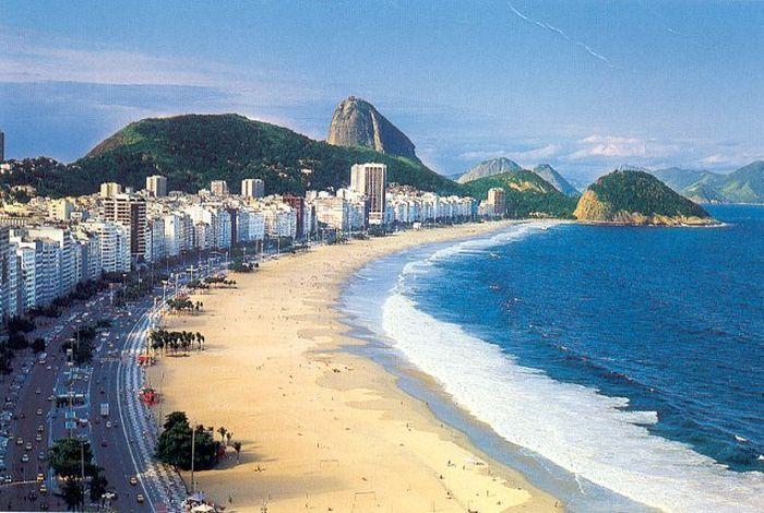 Пляж Копакабана в Рио-де-Жанейро (3 фото)