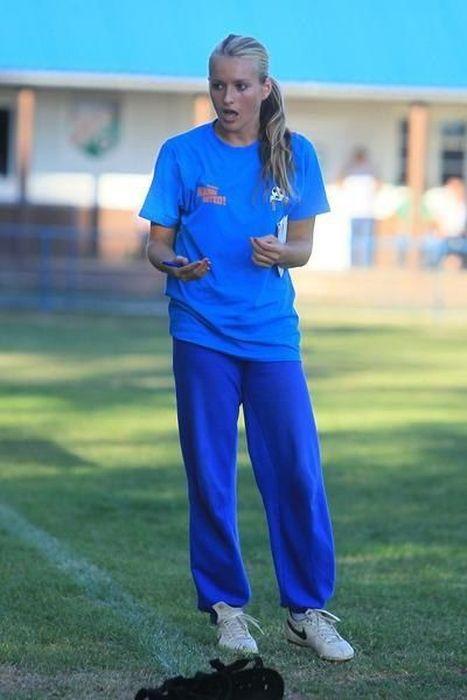 Тихана Немчич - сексуальный тренер футбольной команды (26 фото)