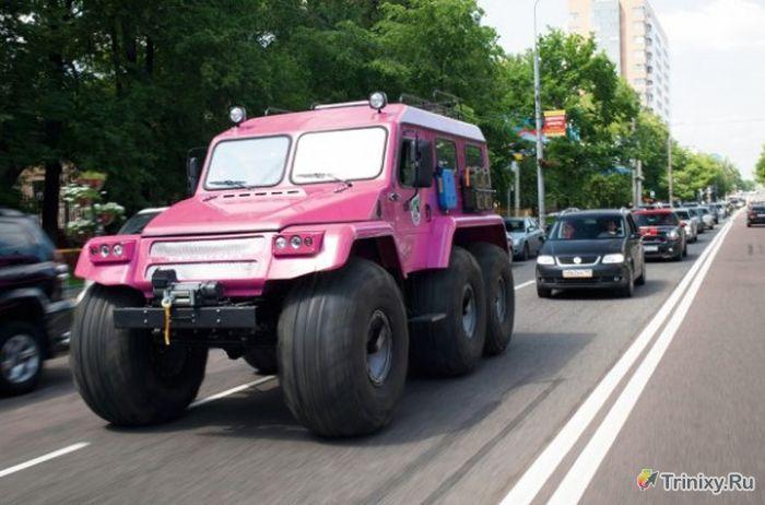 Брутальный внедорожник московской девушки (4 фото)