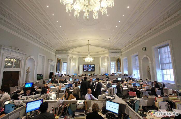 В каких условиях работают чиновники в США и в России (8 фото)