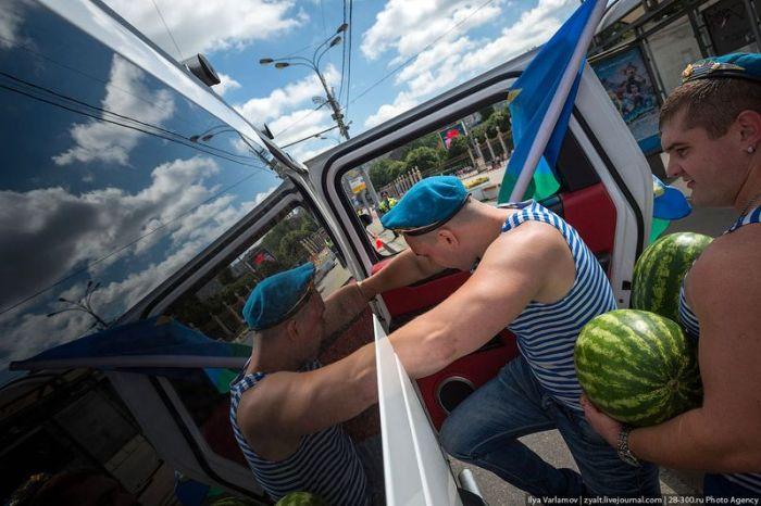 Как Россия отмечала День Десантника (51 фото + видео)