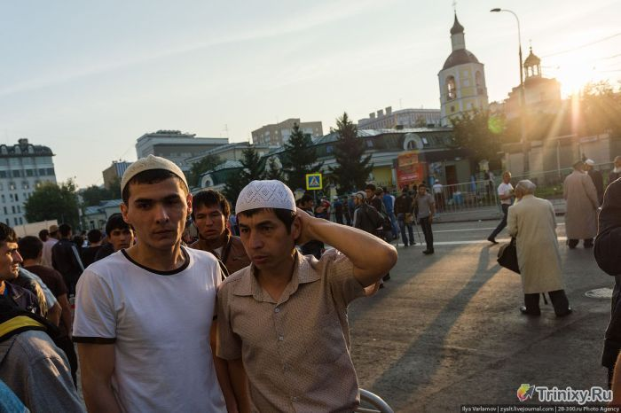 """Празднование """"Ураза-байрам"""" в Москве (44 фото)"""