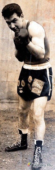 Грабитель забрался в дом к пенсионеру-боксеру (6 фото)