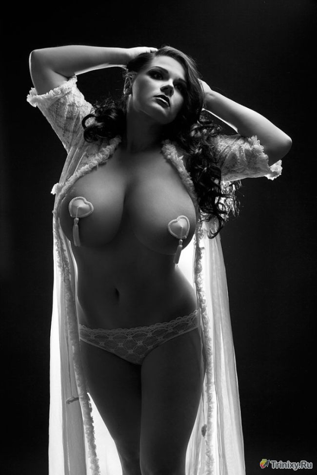 Обнаженные снимки обладательницы самой большой натуральной груди России (12 фото)