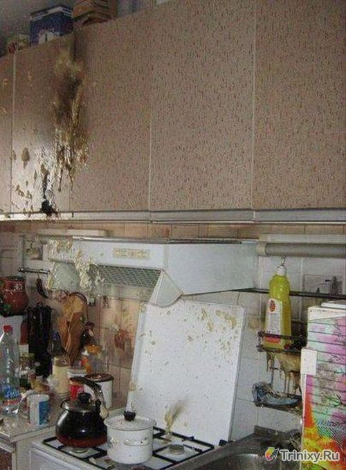 Последствия взрыва баллона монтажной пены на кухне (5 фото)