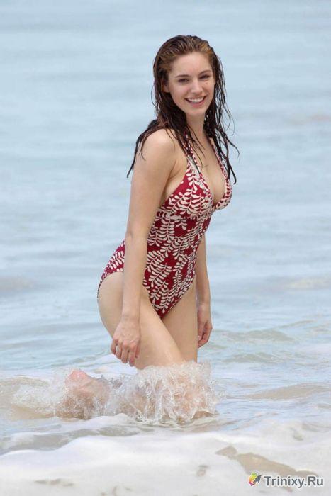 Сексуальные знаменитости в купальниках (42 фото)