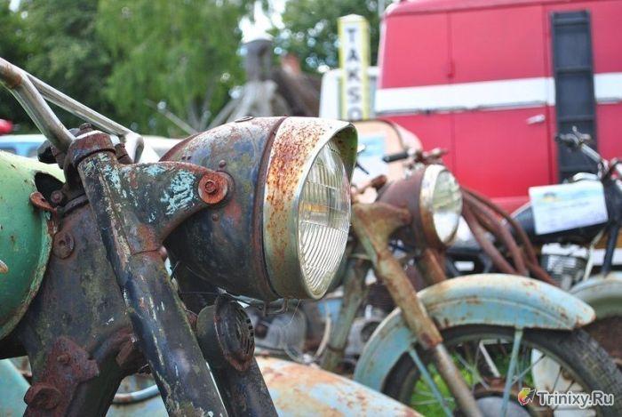 Фотопрогулка по музею старых автомобилей (68 фото)