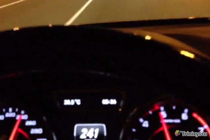 Рамзан Кадыров гоняет по улицам города на скорости 240 км/час (1 фото + 2 видео)