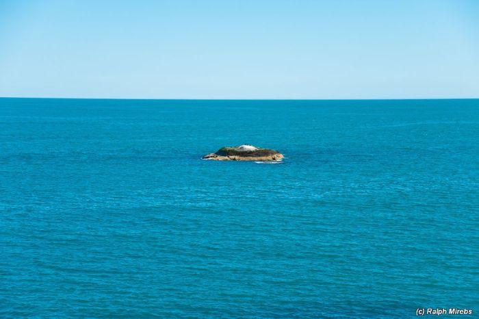 Заброшенная тяжелая военная техника на берегу Баренцева моря (50 фото)