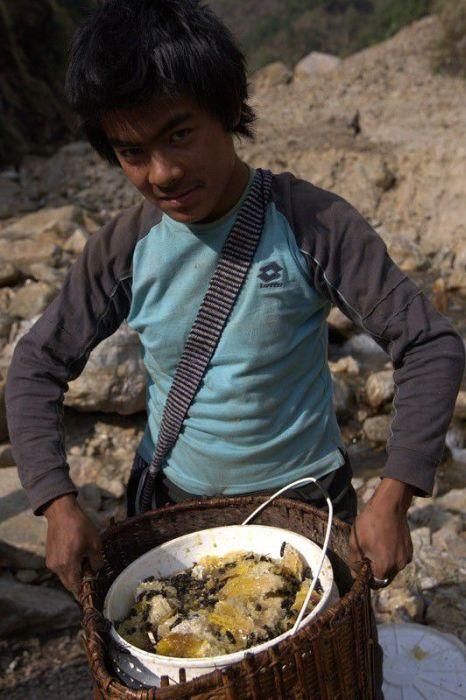 Опасная работа в Непале (24 фото)