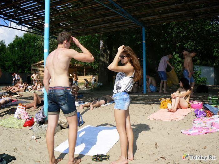 Фотоотчет с нудистского пляжа в Киеве (32 фото)
