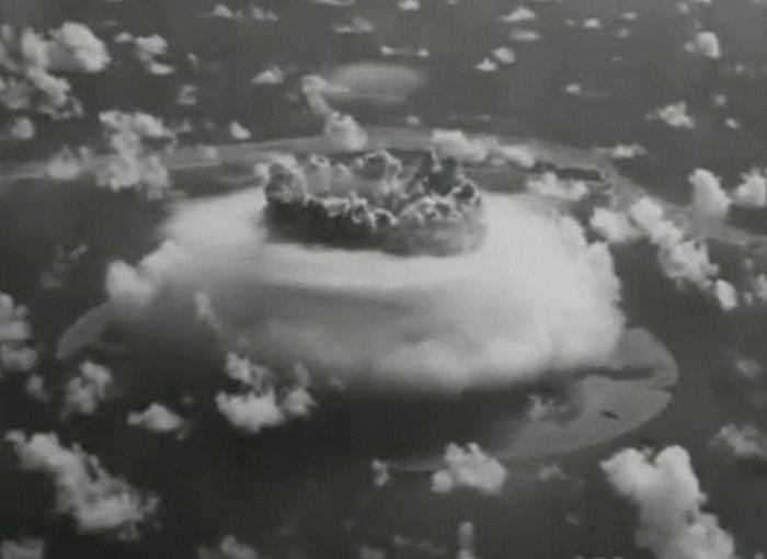 Анимированные испытания атомного оружия 1946 года (16 гифок)