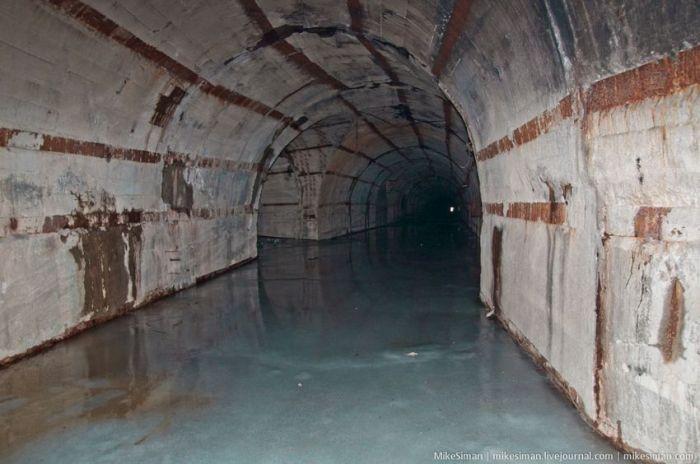 Подземная база-укрытие для подлодок (33 фото)
