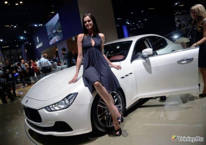 Сексуальные красотки и дорогостоящие суперкары (23 фото)
