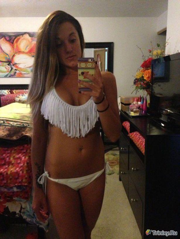 Привлекательные девушки у зеркала (32 фото)