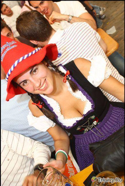 Девушки с пивного фестиваля Октоберфест (40 фото)