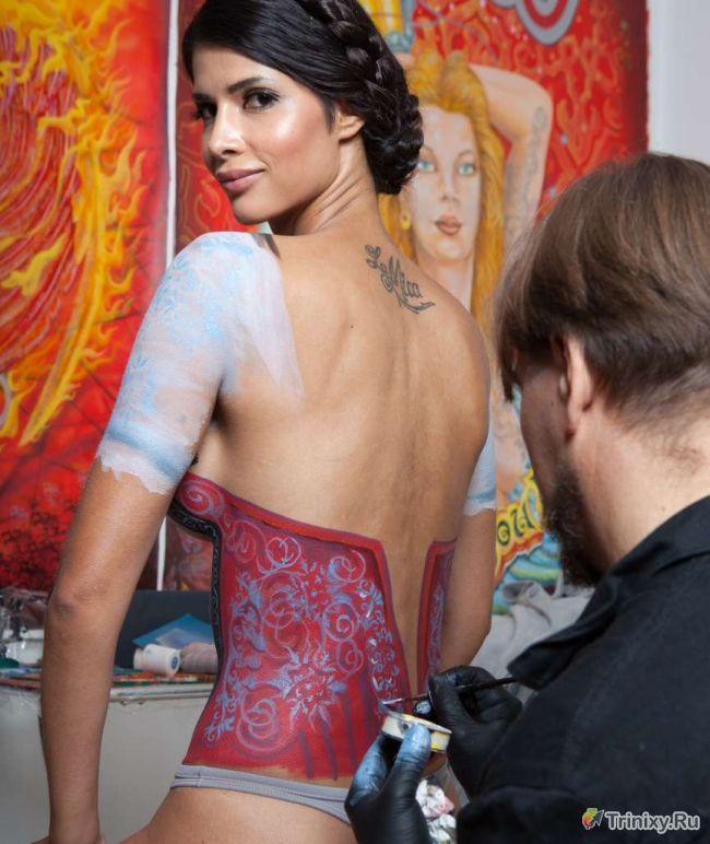 Сексуальный бодиарт в честь фестиваля Октоберфест (13 фото)