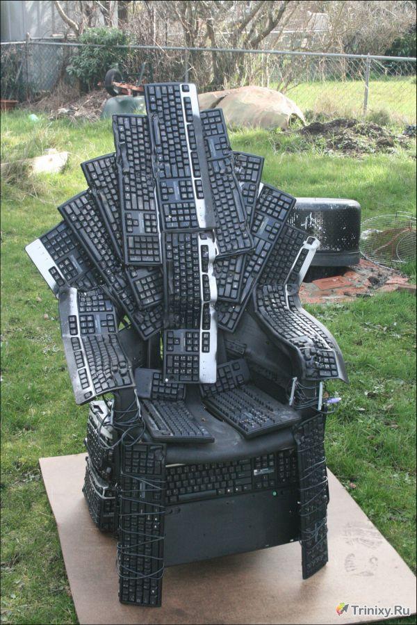 Крутой трон из клавиатур (6 фото)
