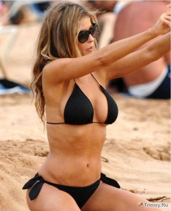 41-летняя Кармен Электра в бикини (11 фото)