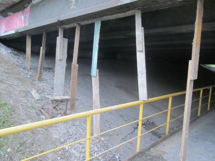 Эпический ремонт путепровода в Химках (2 фото)