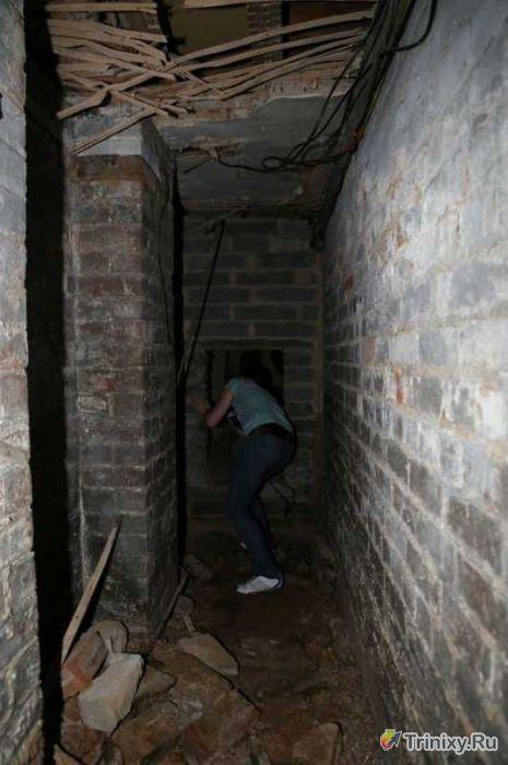 Зловещее подземелье в арендованной квартире (13 фото)