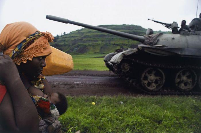 Эмоциональные военные фотографии (17 фото)