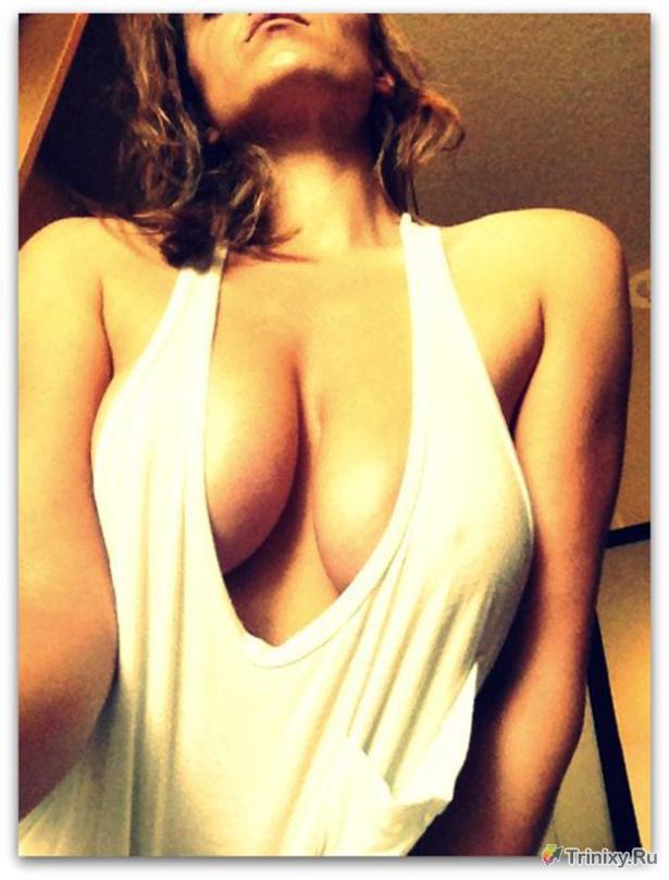 Девушки с большой грудью и красивым декольте (35 фото)