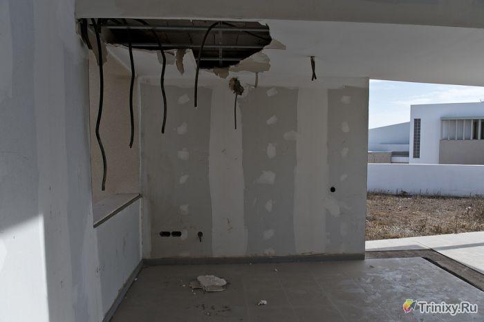 Банк забрал дом за долги по ипотеке (18 фото)
