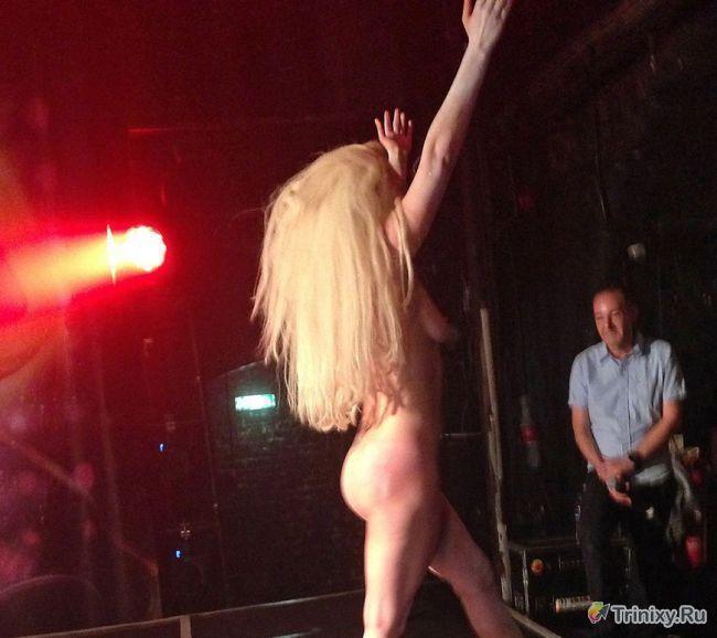 Леди Гага снова выступила обнаженной (14 фото)