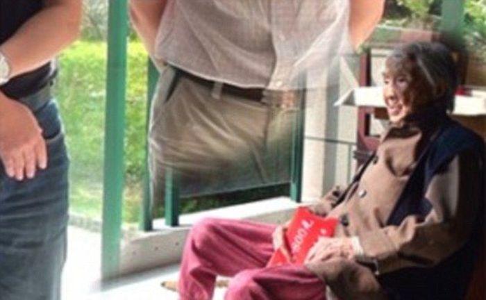 Чиновники заботятся о пожилых людях с помощью фотошопа (3 фото)