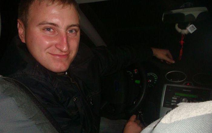 Настоящий герой спас людей от взрыва гранаты (6 фото)