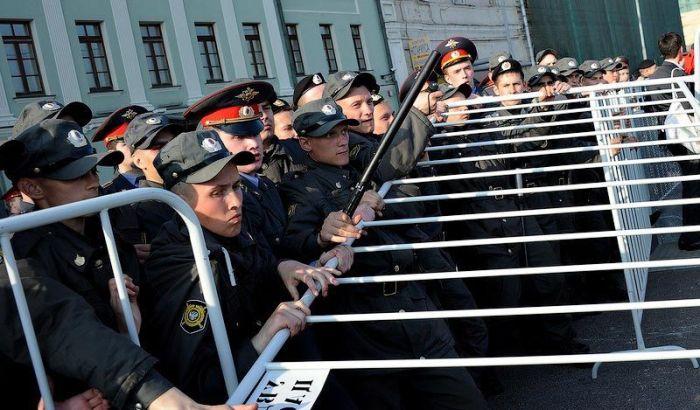 Факты о массовых беспорядках в Москве (12 фото)