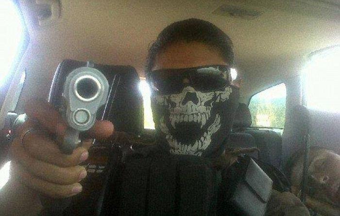 Мексиканский наркобарон из социальной сети (16 фото)