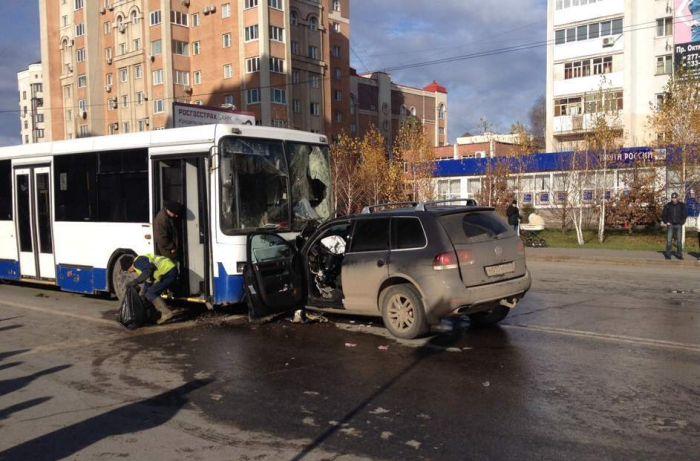 Жуткая авария в Уфе из-за пьяного водителя VW Touareg (4 фото + видео)