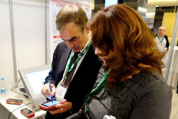 Необычный смартфон для российских железнодорожников (8 фото)