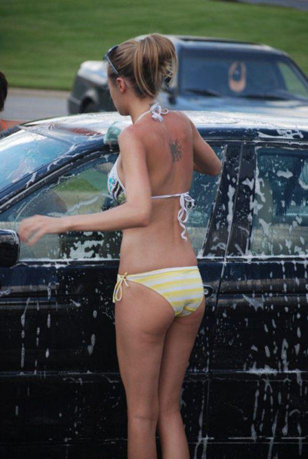 Девушки в бикини на автомойке (41 фото)