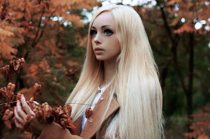 Алина Ковалевская - живая кукла из Одессы (22 фото)