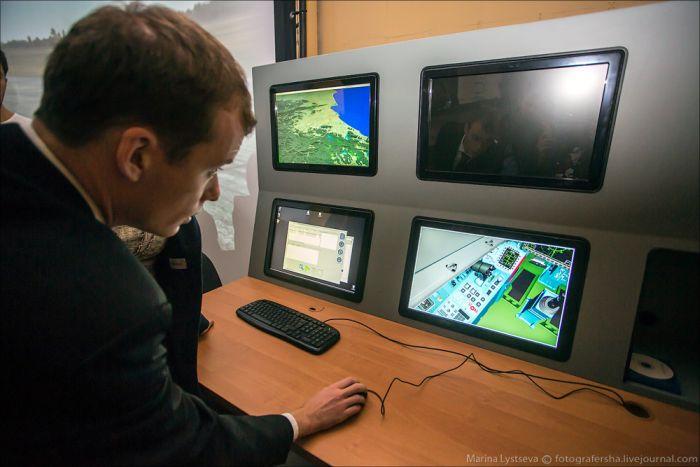 """Процедурный тренажер истребителя """"Су-35"""" (21 фото)"""