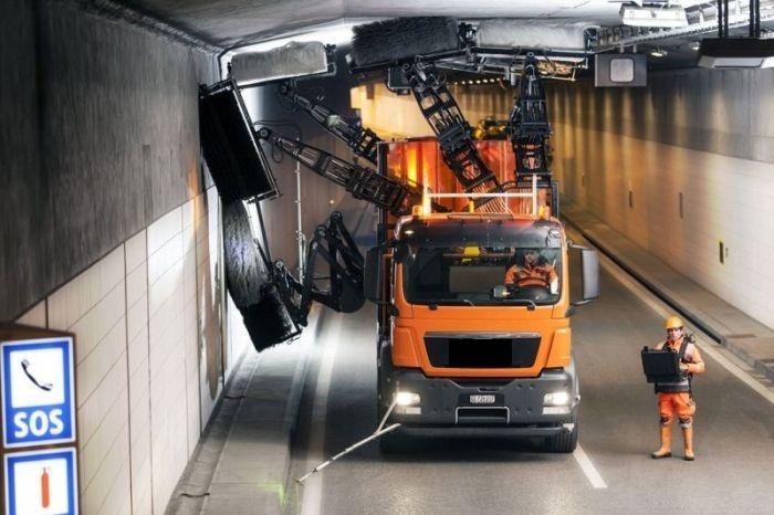 Крутой спецтранспорт для чистки тоннелей (3 фото)