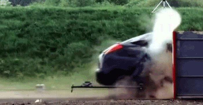 Araba Çarpışma Testleri (10 Hareketli resim)