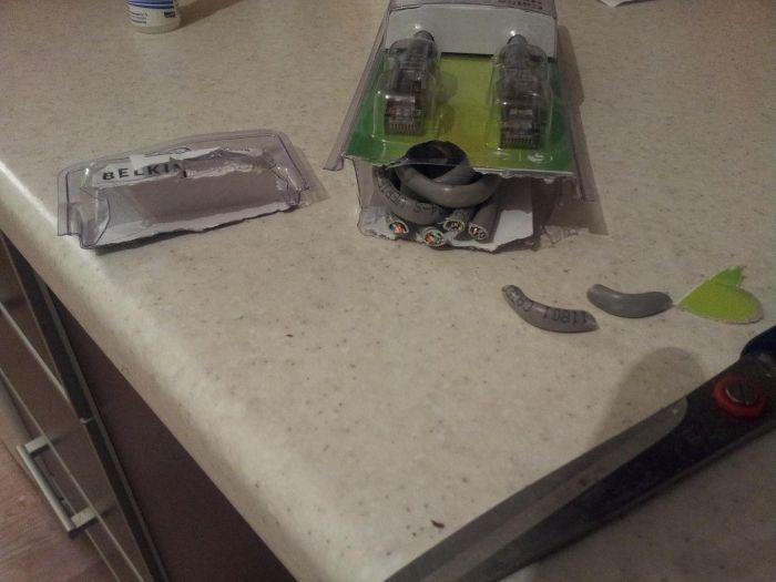 Как не нужно открывать упаковку (3 фото)
