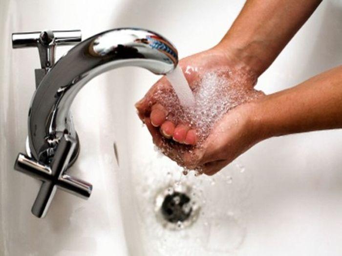 Почему нельзя пить воду из-под крана (3 фото)