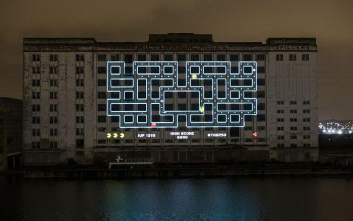 Оригинальный способ сыграть в Pacman (5 фото)