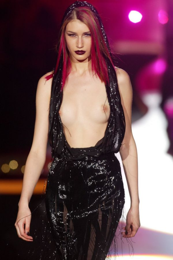 Мода на откровенные наряды с обнаженным топом (50 фото)
