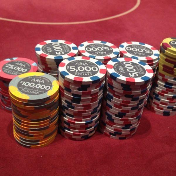 Как живет один из самых успешных игроков в покер в мире (30 фото)