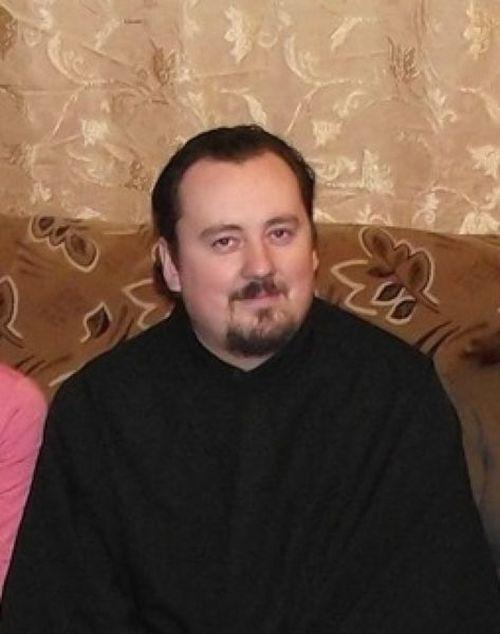 Пьяный священник сбил женщину и улетел в кювет (3 фото)