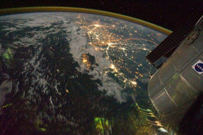 Границу между Индией и Пакистаном видно даже из космоса (3 фото)