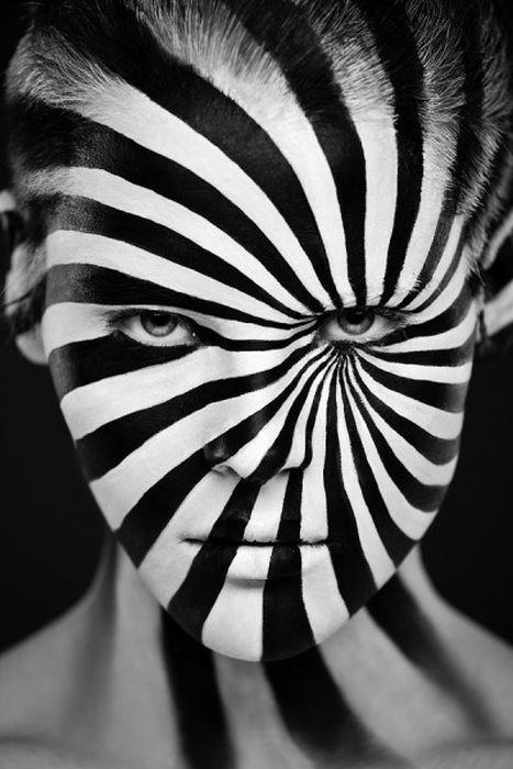 Değişik Makyaj Yapım Teknikleri (24 Fotograf)